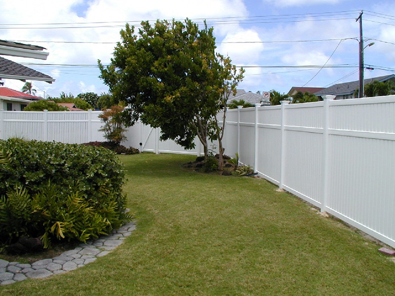 Vinyl-Fence-Semi-Private